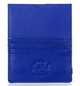 cartera para pasaporte herschel modelo eugene en color azul. Hecha de piel